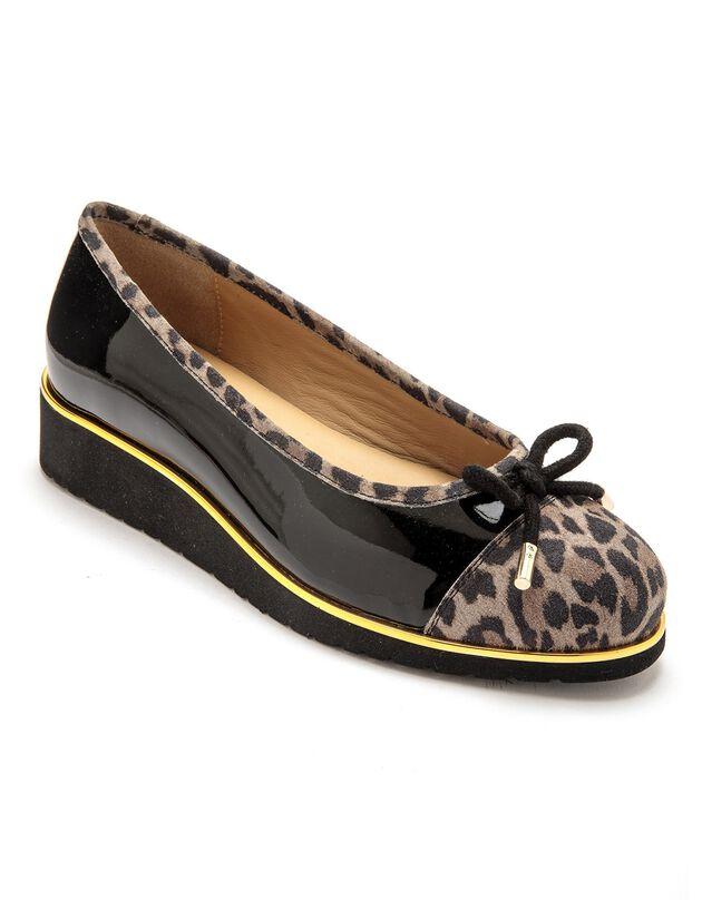Ballerine compensée largeur confort en cuir verni - imprimé léopard, noir / beige, hi-res